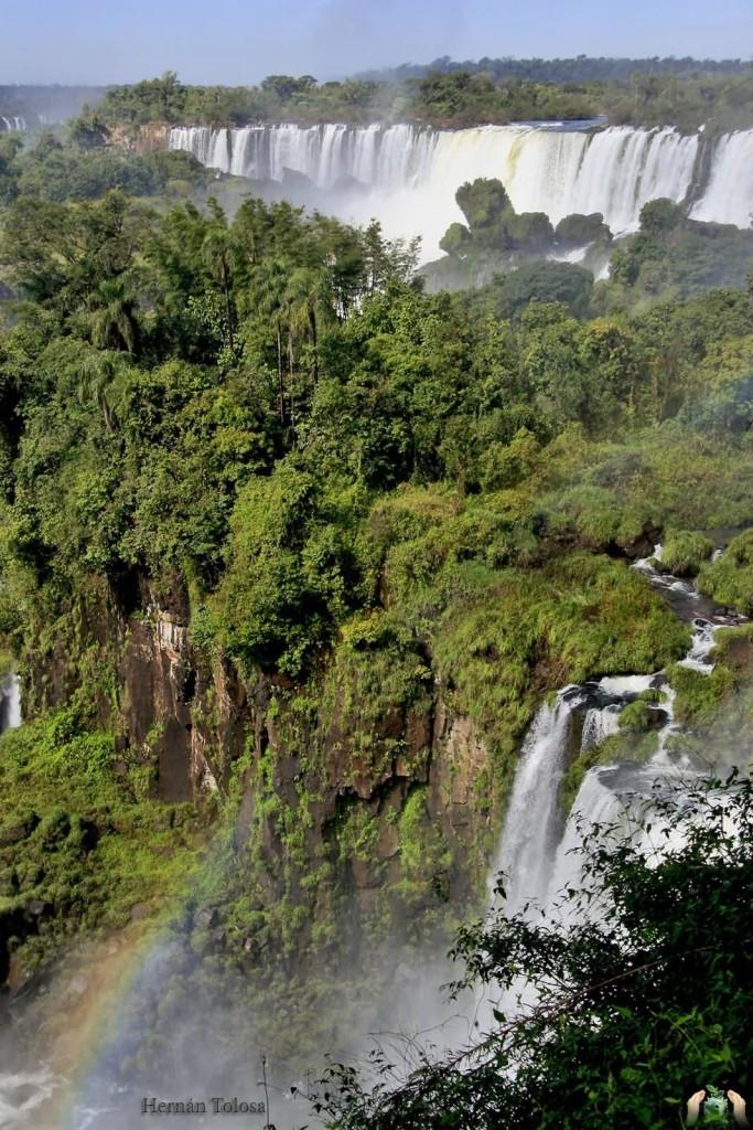 Iguazu falls by Hernán Tolosa